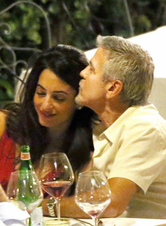 Společně si zašli na romantickou večeři.
