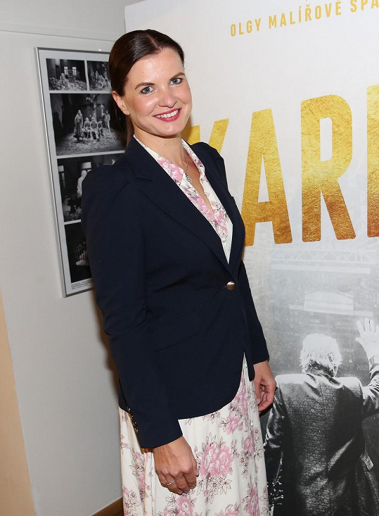 Aneta Stolzová na tiskové konferenci filmu Karel