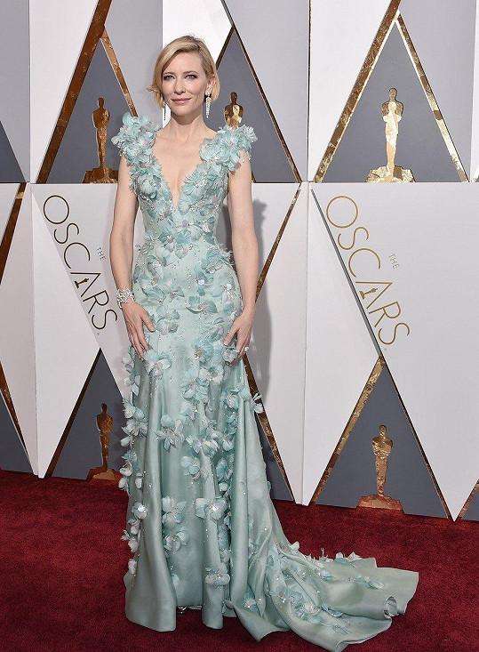 Kopírují róbu, kterou na Oscarech vynesla herečka Cate Blanchett.