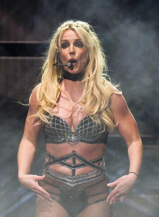 Britney Spears je desátou nejlépe placenou zpěvačkou světa s výdělkem 683 640 000 korun.