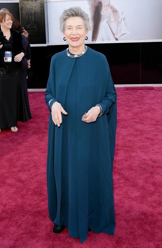 Nejstarší herečka, která byla kdy nominovaná v kategorii za nejlepší herecký výkon, Emmanuelle Riva, zvolila důstojné splývavé šaty od Lanvin. Ani ve svém věku tato dáma nezapomněla na líčení.