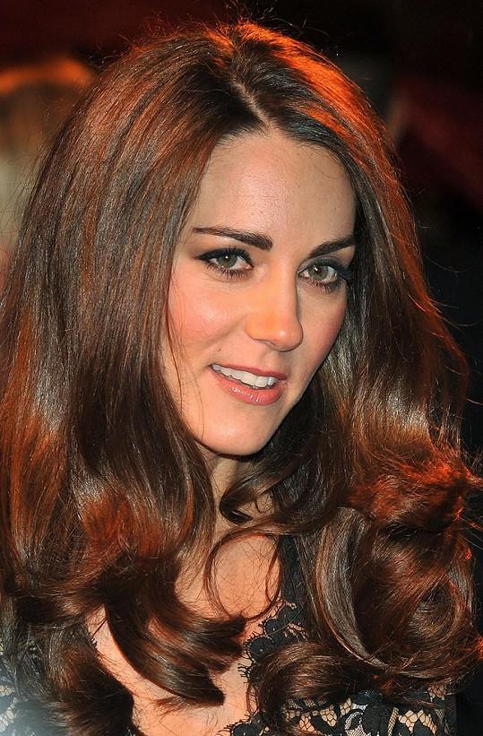 Pro vévodkyni Kate jsou vlasy skutečnou korunou krásy.