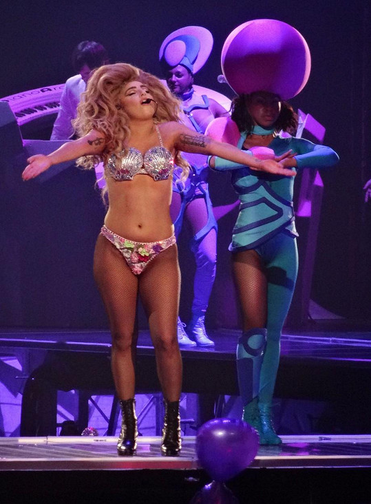 Lady Gaga v roce 2014 neměla moc pevné tělo.