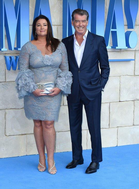 Manželka Pierce Brosnana doprovodila na premiéru filmu Mamma Mia! Here We Go Again.