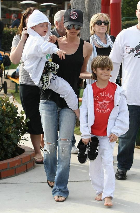 Victorii Beckham není snadné načapat bez podpatků.