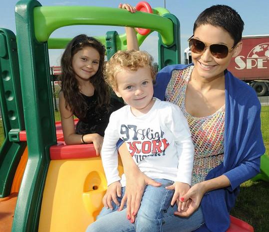 Vlaďka se svými dětmi Markusem a Viktorkou