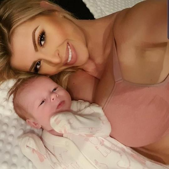 Dceru Lili mu porodila slovenská playmate Lela Ceterová.