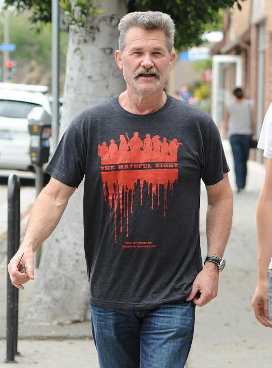 Kurt Russell tričkem propagoval svůj nový film.