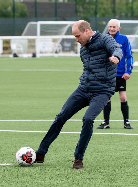 Princ William má k fotbalu velice blízko.