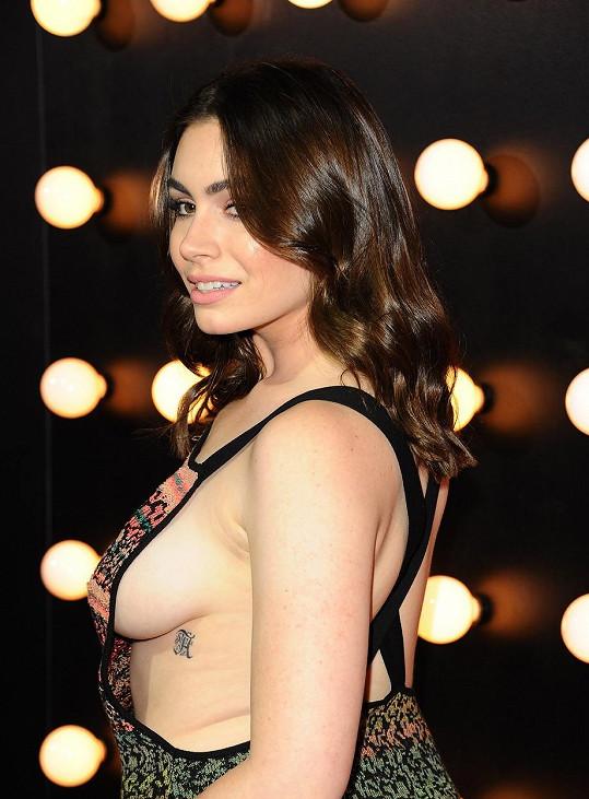 Sophie Tweed-Simmons zvolila na premiéru hodně odvážný model.