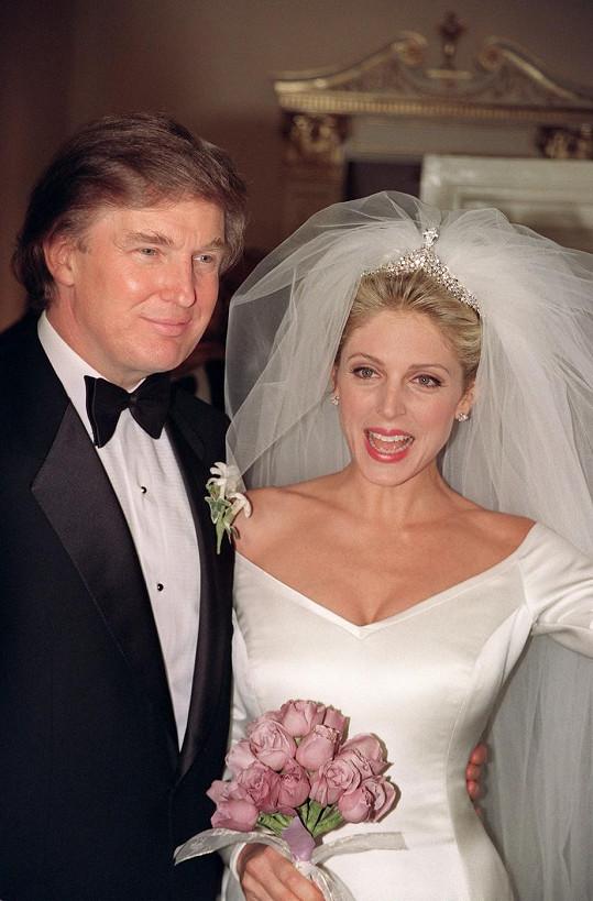 Donald Trump s Marlou Maples v den jejich svatby.