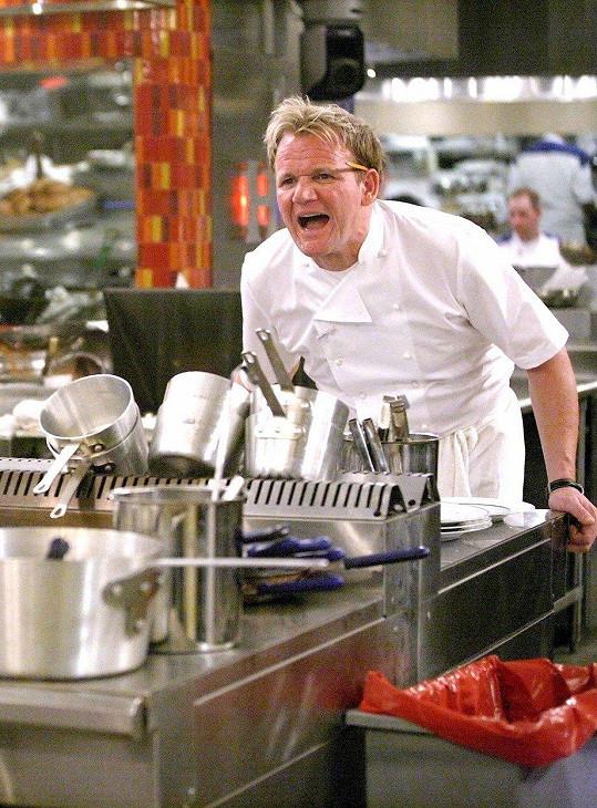 Tohle je pohled, který všichni známe. Gordon a jeho nadávky v kuchyni v pořadu Hell´s Kitchen.