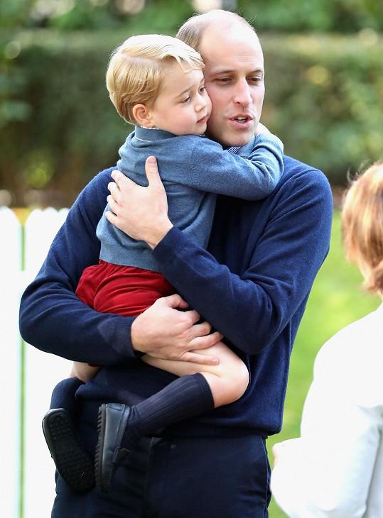 George dává přednost tatínkovi Williamovi.