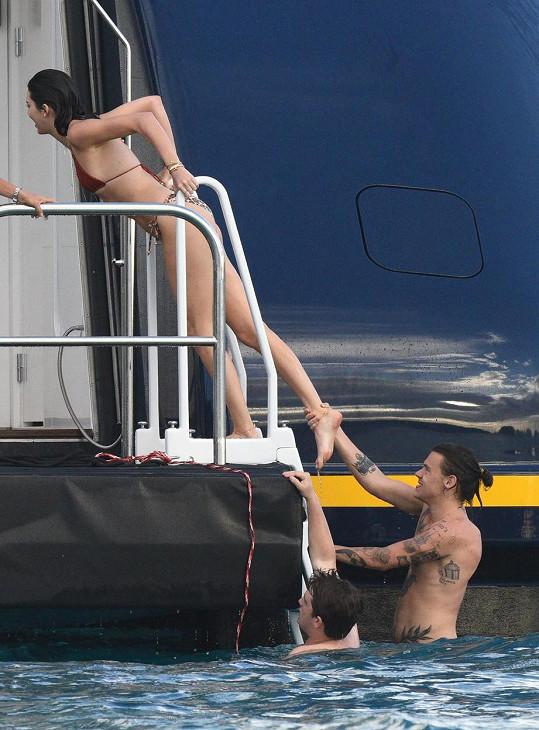 Carolinin bývalý Harry Styles momentálně vrká s vrstevnicí Kendall Jenner.