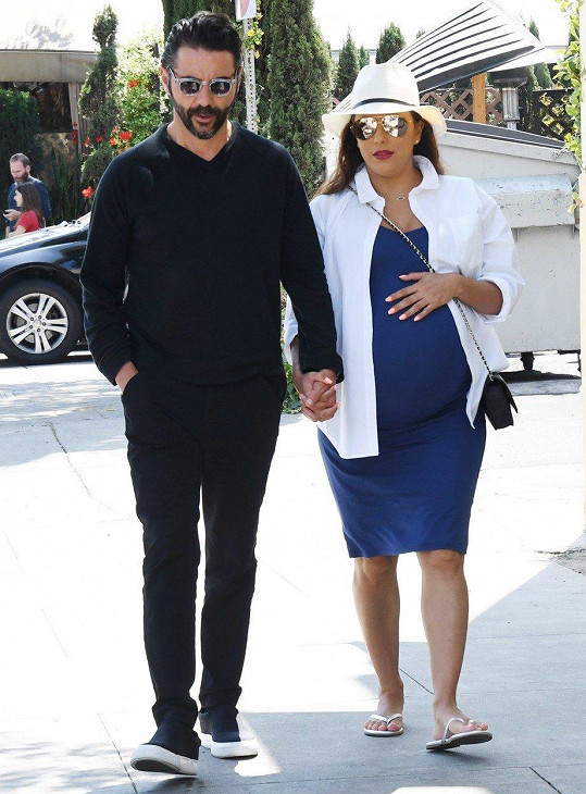 S manželem Josém Bastónem chodí na pravidelné procházky.