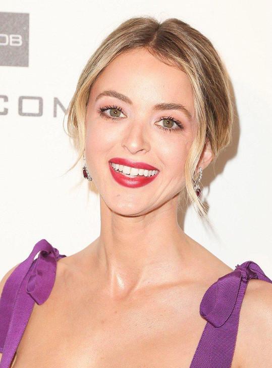 Zatímco Hemsworth tráví čas s rodinou v Austrálii, Cyrus pobývá v Itálii s blogerkou a modelkou Kaitlynn Carter.