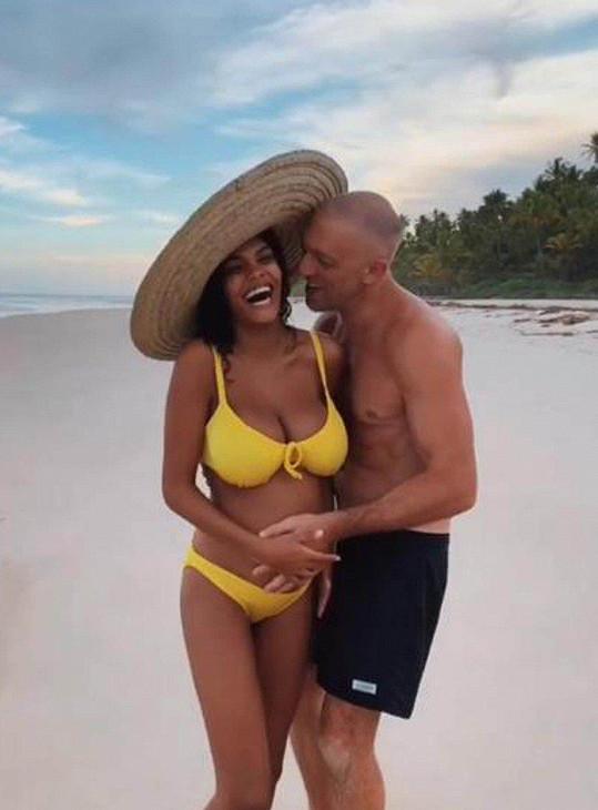 Pár oznámil těhotenství v lednu.