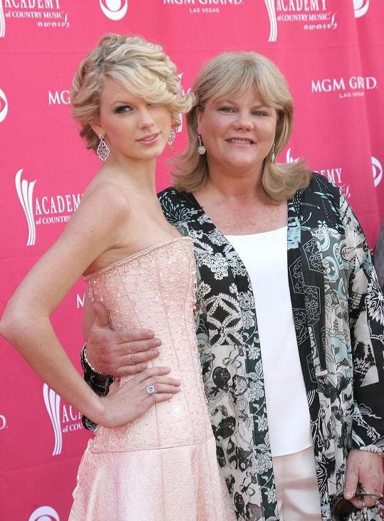 Maminka Andrea podporuje Taylor od začátku kariéry.
