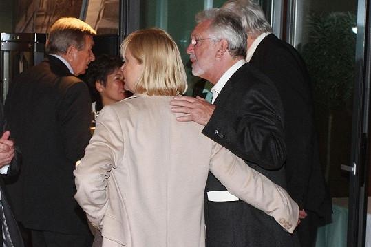 S Lenkou se neustále dotýkali.