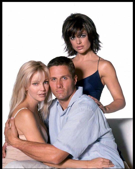 Lisa s kolegy ze seriálu Melrose Place, od dvaceti prý váží stejně.
