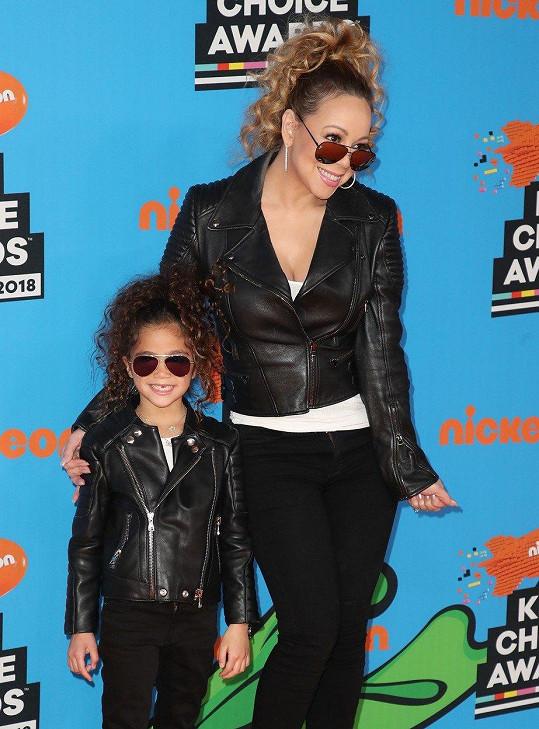 Mariah Carey a Monroe jako její mini kopie