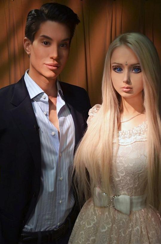 Justin Jedlica a Valeria Lukyanova jsou od Barbie a Kena k nerozeznání.