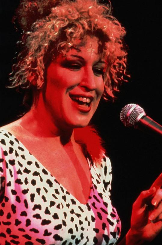 Herečku a zpěvačku si pamatujeme hlavně s kudrnatou hlavou...
