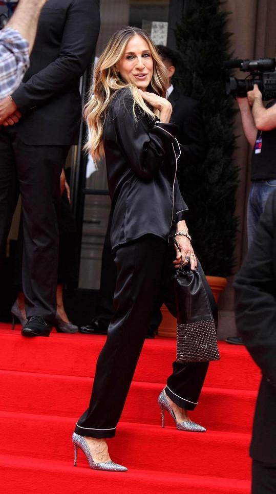 Nechyběly ani vysoké podpatky, bez kterých jako Carrie neudělala krok.