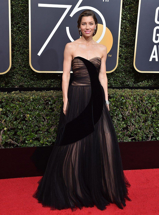 Tato couture róba Dior Jessicy Biel z řasené organzy je naším jasným favoritem...