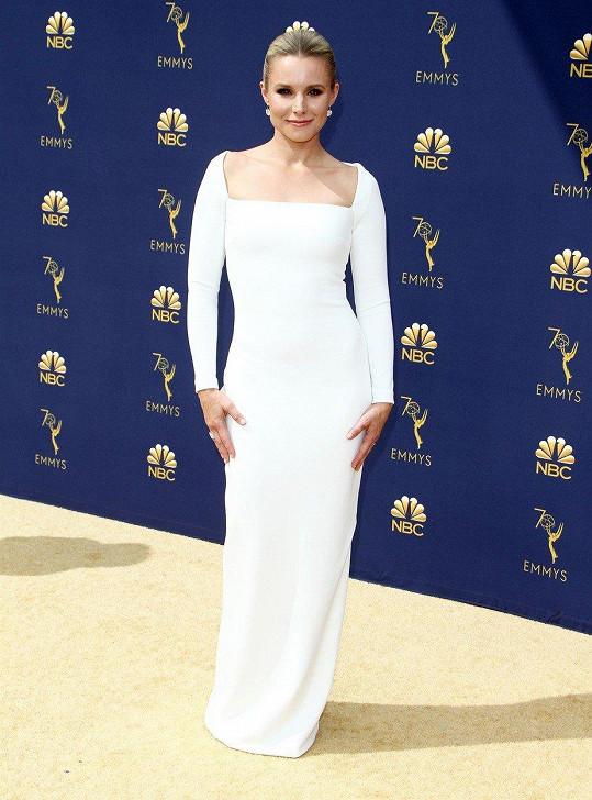 Kristen Bell byla v úzkých šatech nepřehlédnutelná.