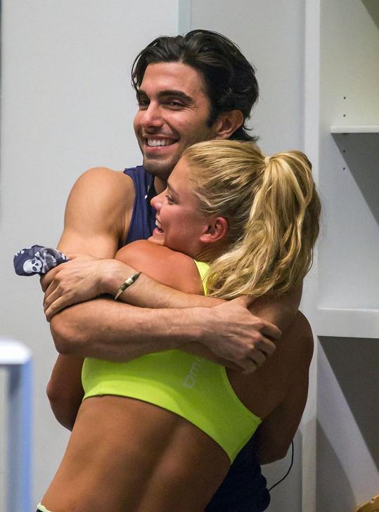 Nina s fitness instruktorem Akinem Akmanem