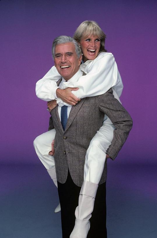 Jako nerozlučná manželská dvojka - magnát Blake a jeho sekretářka a manželka Krystle