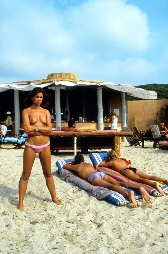 Ve své době byla před kamerou nahá skoro v každém filmu. Tady je ve filmu Rok medúzy (1984).