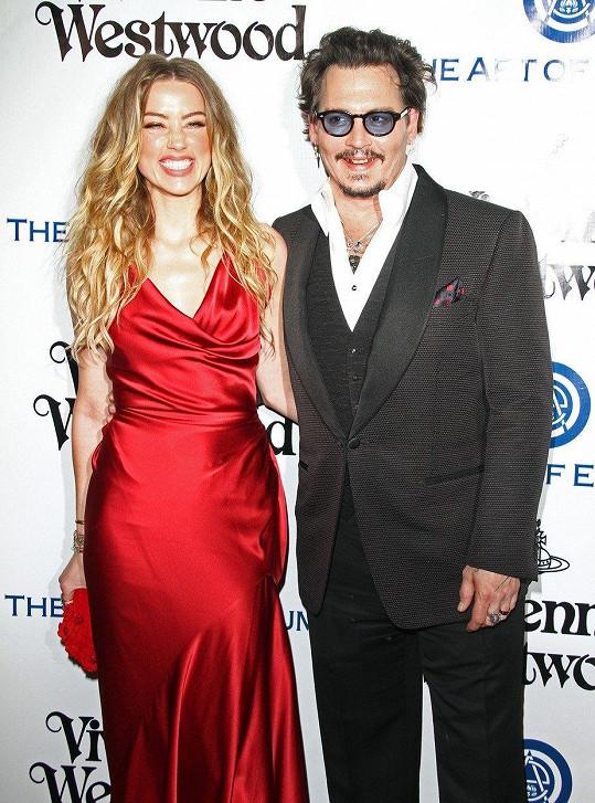 Johnny Depp by na manželství s Amber Heard nejraději zapomněl.