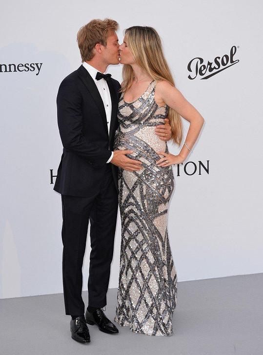 Někdejší závodník F1 s manželkou krátce před narozením druhé dcery.