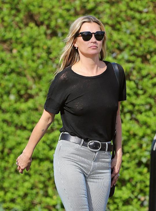 Kate Moss v průsvitném topu