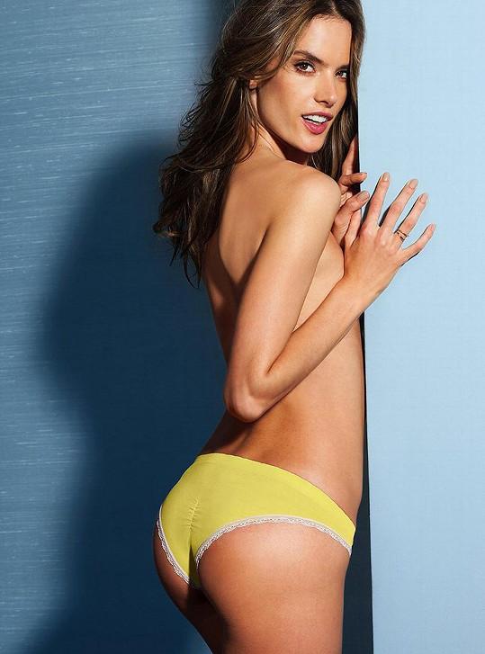 Modelka v katalogu Victoria's Secret
