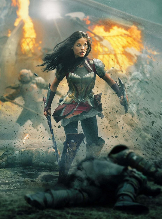 Jaimie Alexander ve filmu Thor: Temný svět (2013)