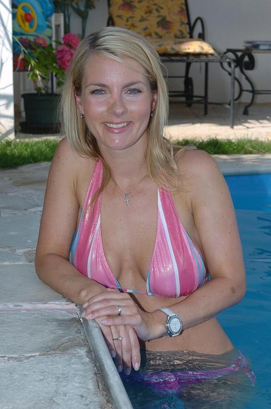 Už před pár lety se nestyděla pózovat v bazénu.