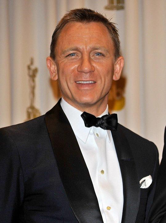 Než se stal Daniel Craig Jamesem Bondem, přespával na lavičkách.