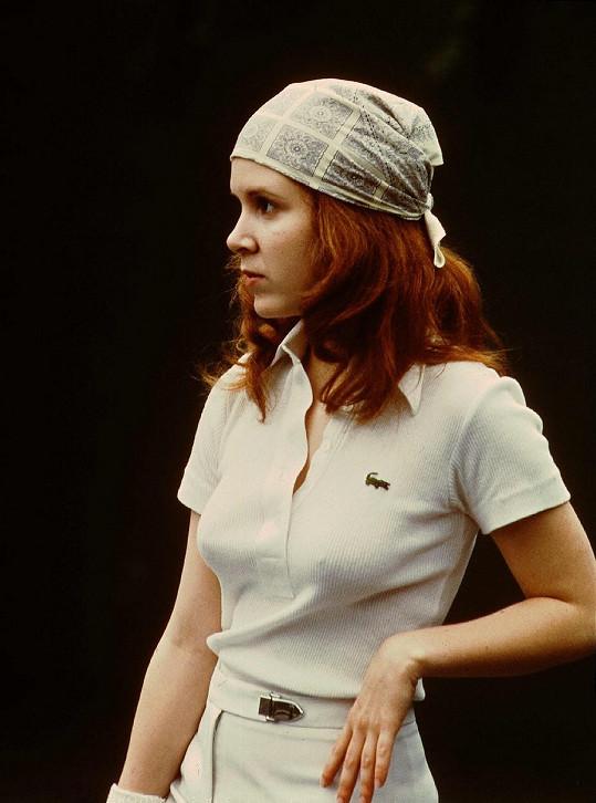 Carrie debutovala ve filmu Šampón z roku 1975.
