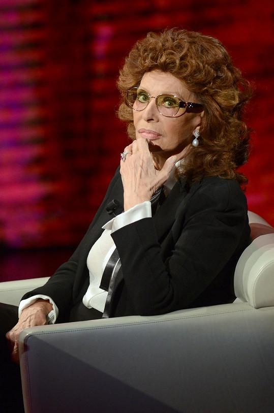 Sophia Loren neztrácí svůj pověstný šarm.
