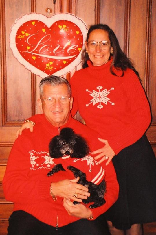 Manželé rádi oblékají i svého psa.