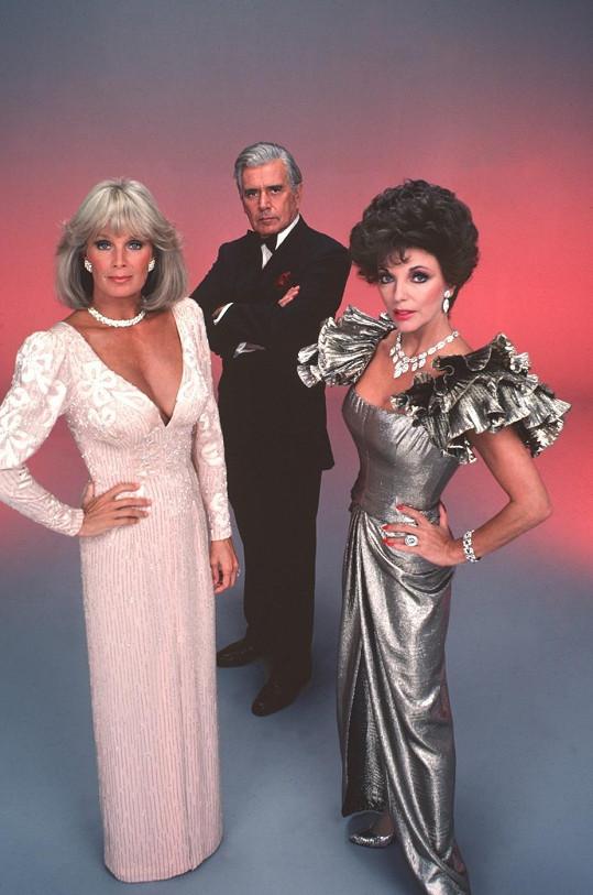 Linda Evans s Joan Collins a Johnem Forsythem v Dynastii.