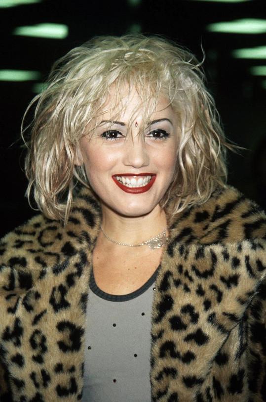 Tato fotka je 15 let stará, ale zpěvačka s přibývajícím věkem o krásu rozhodně nepřišla.