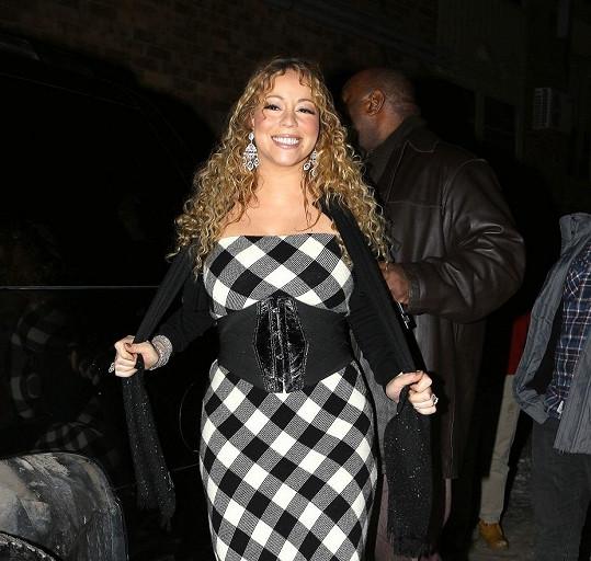 Mariah Carey a její model do hor.
