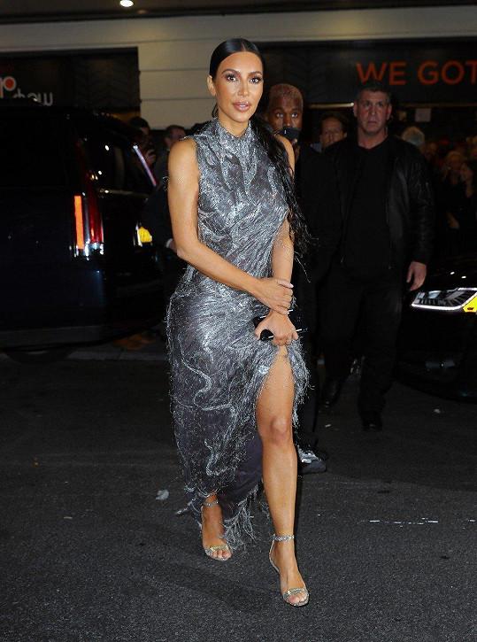Kim si vyrazila ve stejných šatech v prosinci roku 2018.