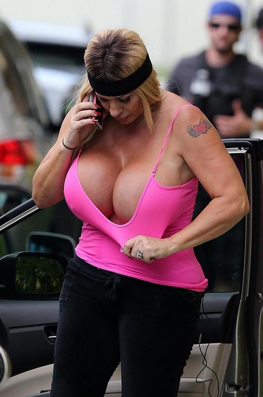 nahý prachy mega prsa