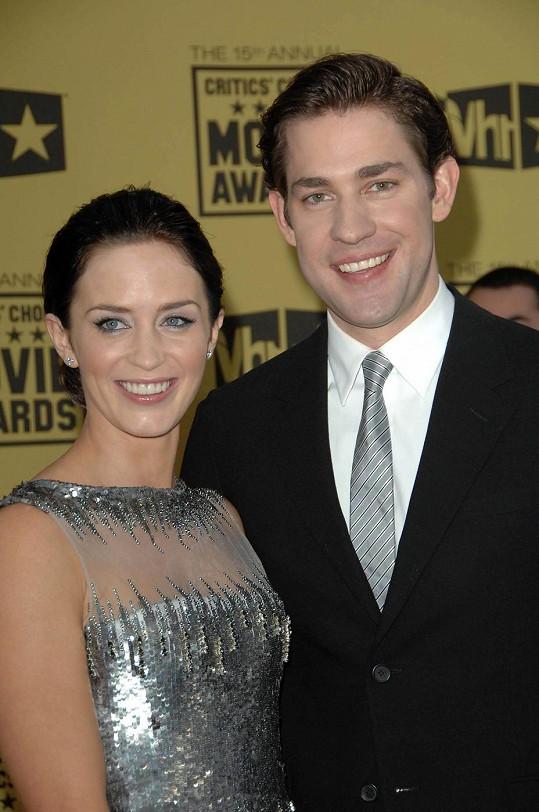 Emily Blunt s Johnem Krasinským budou rodiči.