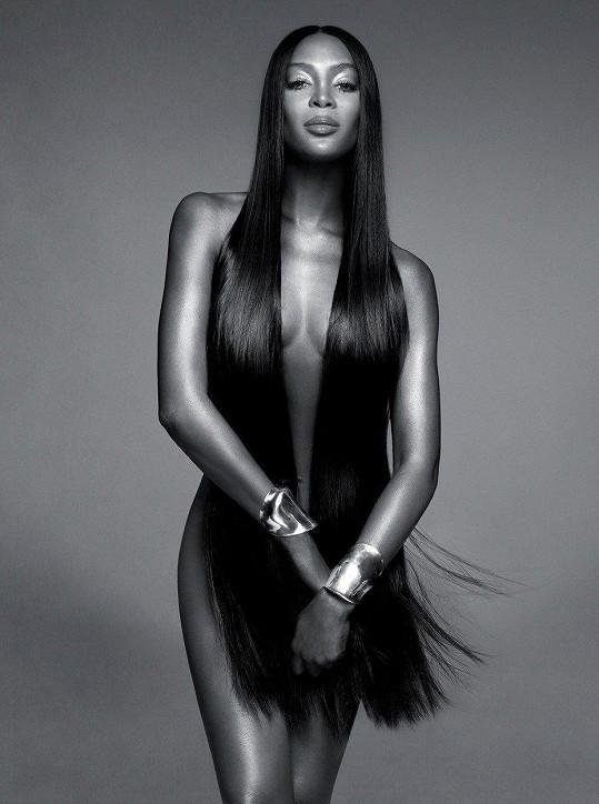 Naomi se svlékla do naha v nové kampani pro kosmetickou značku.